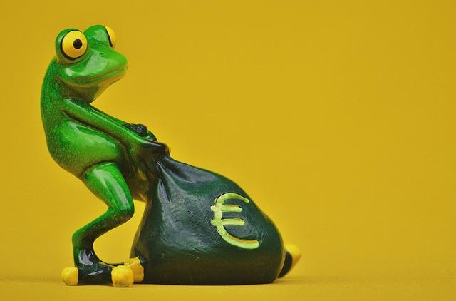 žába táhne pytel peněz
